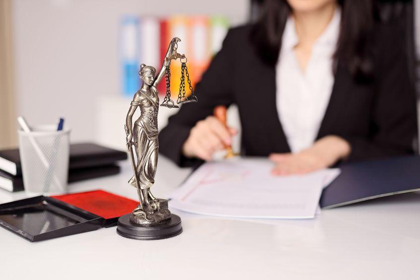 Bien choisir l'avocat de son entreprise: 4 astuces pratiques